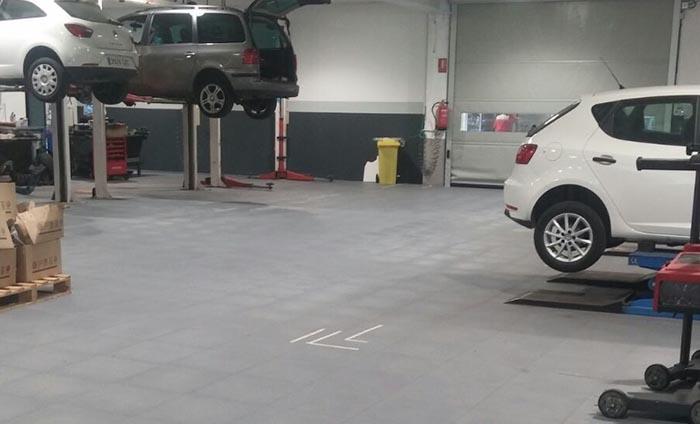suelo talleres - losetas PVC - Traficline